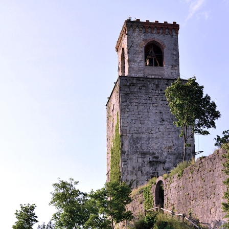 Torrione del castello antico con cella campanaria